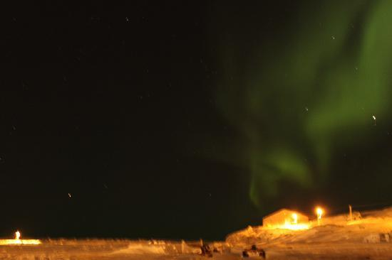Nanuq Lodge : Northern lights in front of the hotel (Feb 2012)