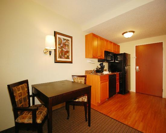 MainStay Suites: Fully Equipped kitchen set-up in all Standard Efficiency Rooms