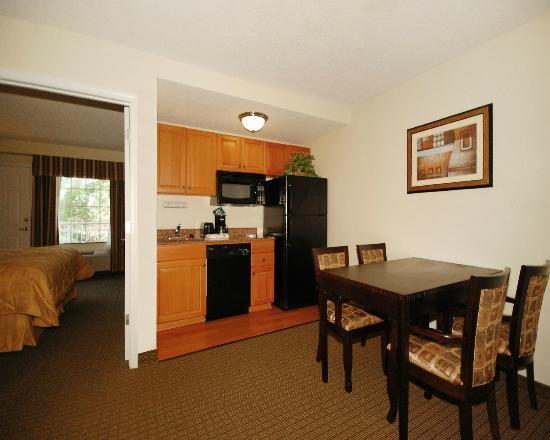 MainStay Suites: Fully Equipped Kitchen & Dining areas in all One Bedroom King Suites