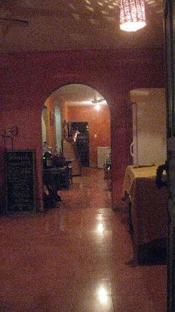 Lolo Lorena: hallway to front door