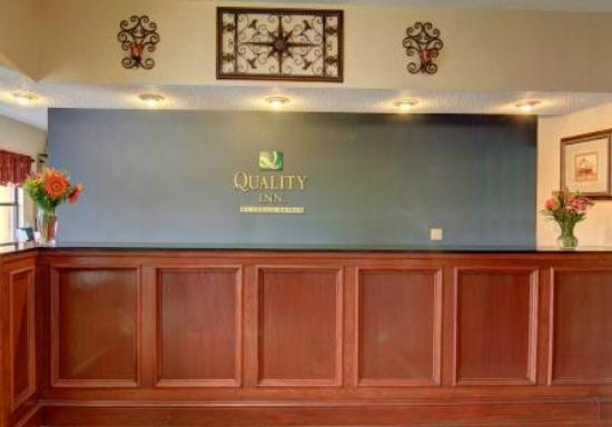 Quality Inn: Lobby Reception Desk