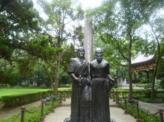 Huilongtan Park: 侯黄記念碑