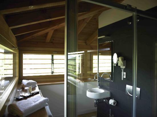 Hotel Rural Torre de Uriz: Baño habitación superior
