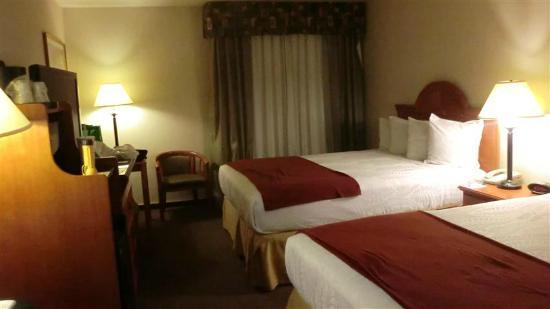 Best Western Plus Twin View Inn & Suites: Does have Microwave and Refrigerator though it is not seen in photo