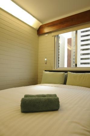 Kangaroo Inn: Queen Room - Luxury 4 Start Spring Mattress with Hotel Grade Linen