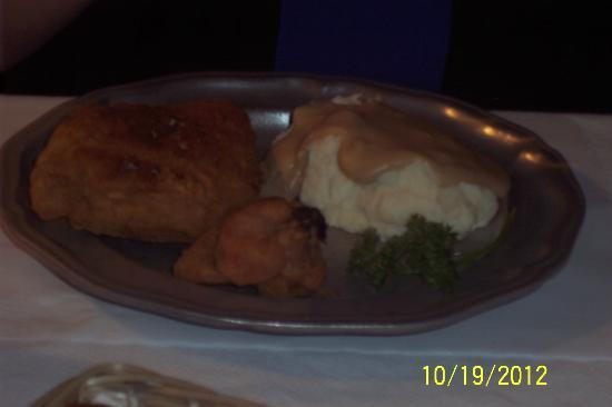 Kurtz Restaurant: Kurtz skillet fried chicken...yum!