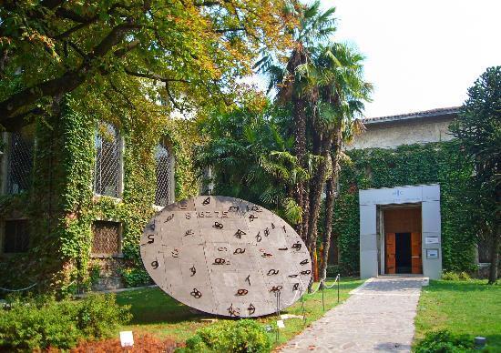 International Ceramic Museum: L'entrata del Museo