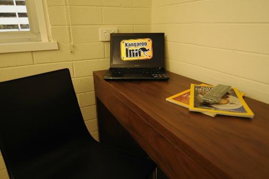Kangaroo Inn: King Single Room - Desk