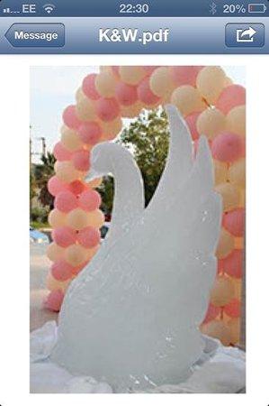 ميتسيس فاليراكي بيتش هوتل:                                     ice sculpture and balloons                                