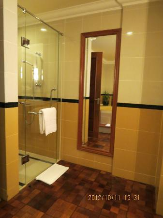 Sokha Angkor Resort: Shower