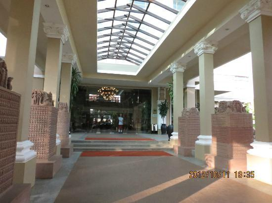 Sokha Angkor Resort: Hotel entrance