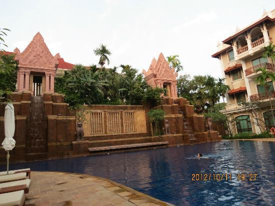 Sokha Angkor Resort: Pool