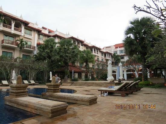 Sokha Angkor Resort: Hotel ground