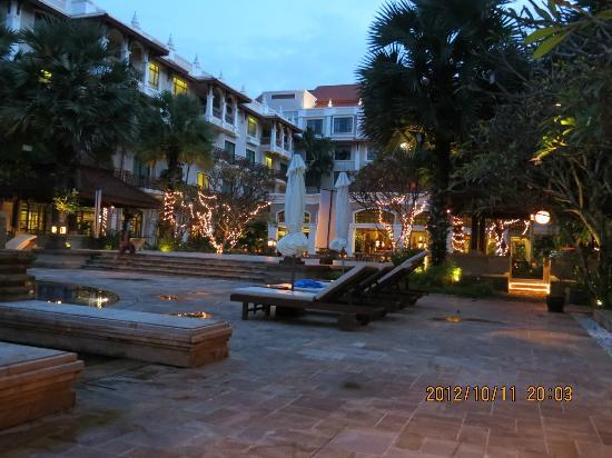 Sokha Angkor Resort: Hotel ground