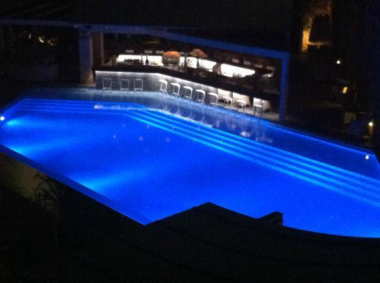 Daios Cove Luxury Resort & Villas: POOL AT NIGHT