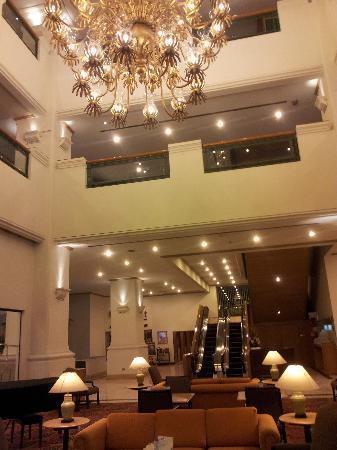 Arnoma Grand Bangkok: Hotel lobby 