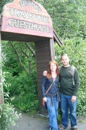 Travel Inn Guesthouse : Hubby and me at entrance