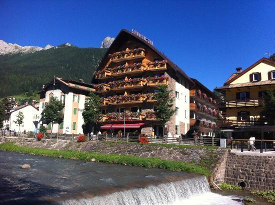 Sport Hotel San Vigilio: Veduta esterno Hotel estate