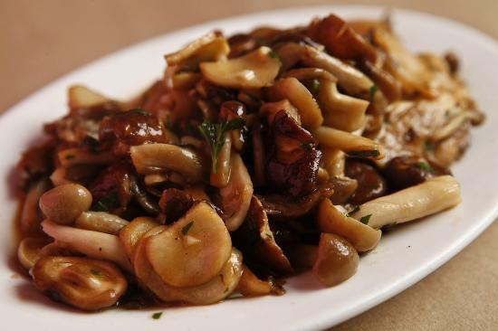 Isa: Local mushrooms with garlic, jus de veau & parsley