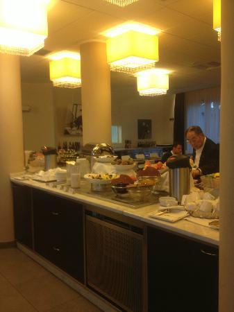 Hotel Fiera: parte buffet colazione