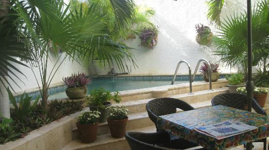 Casa Sirena Hotel: pool in courtyard 