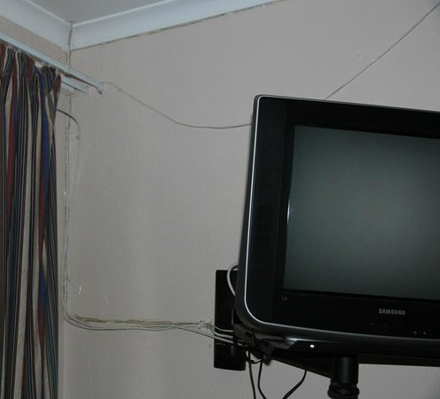 Lake Clarens Guest House :                   Loose wires