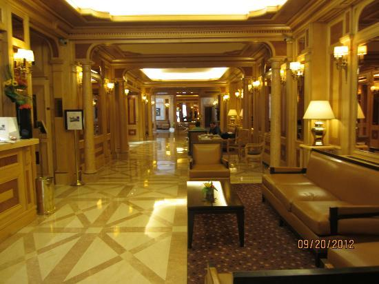 Rochester Champs-Elysees Hotel: LOBBY