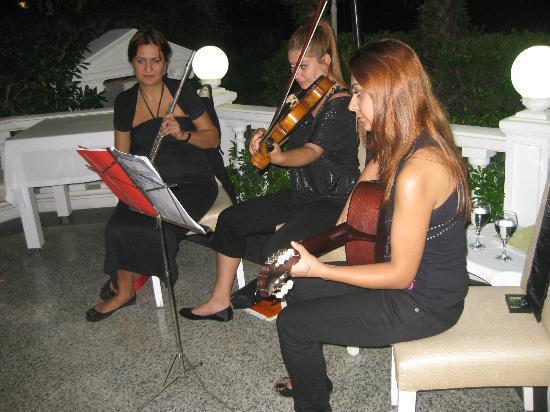 Club Hotel Sera: Klassische Musik im Restaurant Mongol