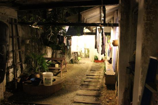 Jalan-Jalan: Vue sur la cour