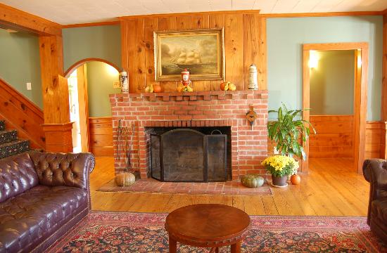 Days Inn Kill Devil Hills Oceanfront - Wilbur: Our fireplace is a favorite hang our spot in the fall/winter