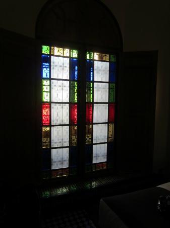 Palais Amani: tout est une question de detail...vitraux de la chambre