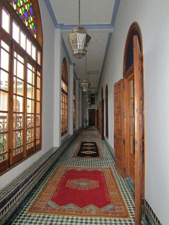 Palais Amani: couloir menant aux chambres