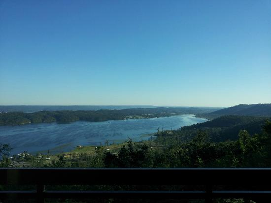 Lake Guntersville State Park Lodge: View from balcony was beautiful!