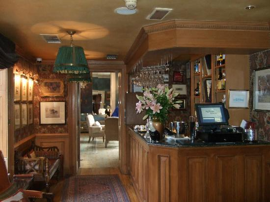 Summer Lodge: Bar