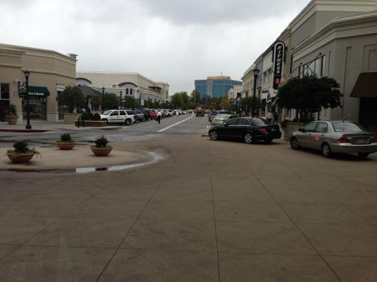 Renaissance Raleigh North Hills Hotel: view from front door to part of the mall that the hotel is located in.