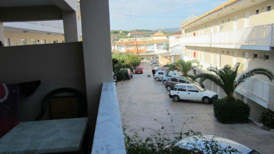 Planos Bay Apartments Hotel: view from balcony down the road you will walk to resturants etc