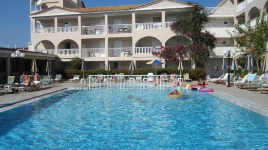 Planos Bay Apartments Hotel: pool