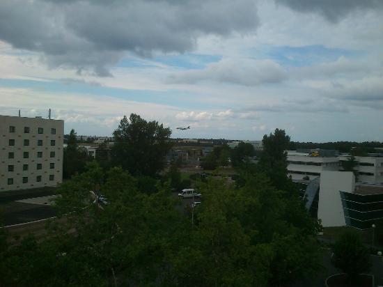 Ibis Styles Bordeaux Aeroport: vu du 7 eme etage sur l'aeropore