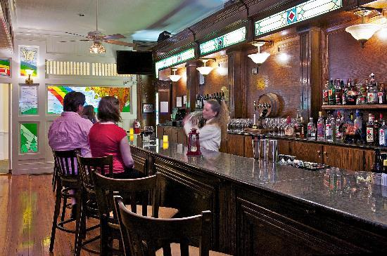 The Green Park Inn: Divide Tavern