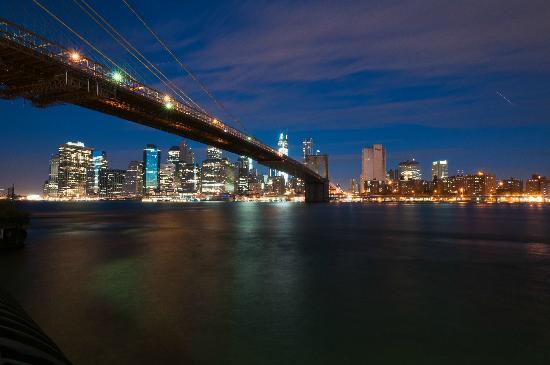 Empire Fulton Ferry State Park: Dawn over Manhattan