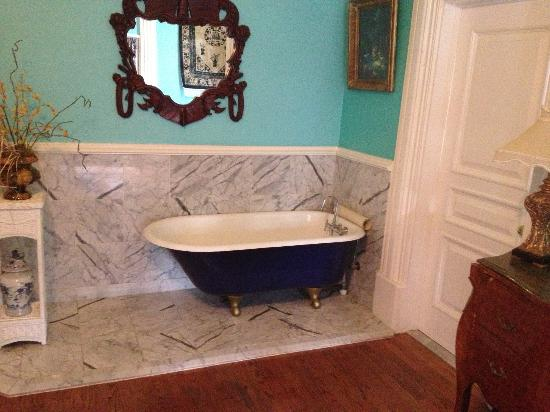 The Southern Mansion: Old fashion tub in our room