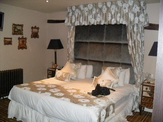 The White Hart: bedroom 8