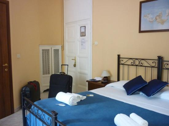 La Locanda dell'Angelo: Puerta de la habitación con la cama matrimonial.