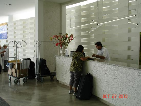 Hilton Puerto Vallarta Resort: check in desk