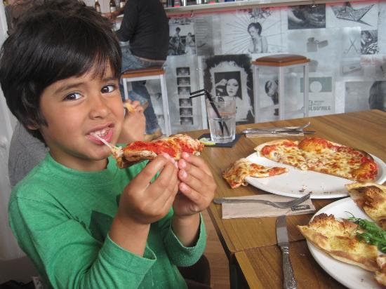 The Westport Bar: yummy pizza