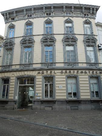 Hotel Gravensteen: Vooraanzicht hotel