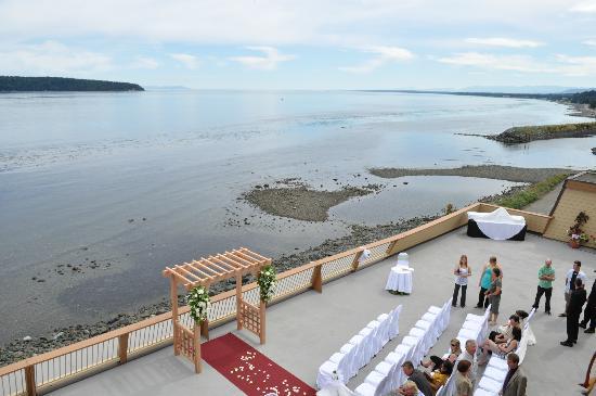 Anchor Inn & Suites: deck wedding