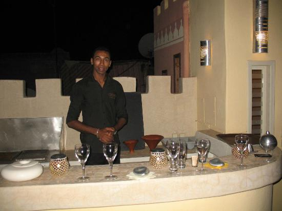 Riad Cocoon: the bar on the roof terrace