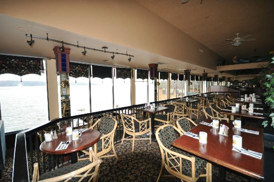 Anchor Inn & Suites: Blue Oyster Ocean front Restaurant