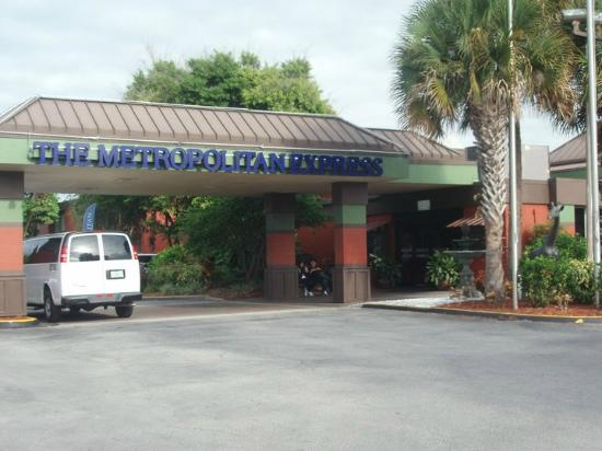 Floridian Express: Entrance to the hotel
